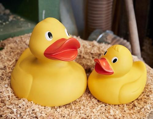 M131051 Squeaky duck giant - Yellow/orange - 30,0 cm